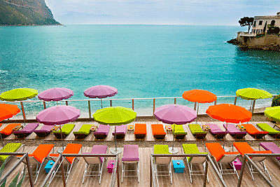 Beach-with-Parasol-in-Cassis