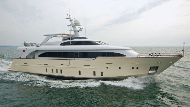 Maca yacht for sale